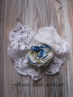 Little Treasures: Last minute gifts - {A flower rosette necklace}