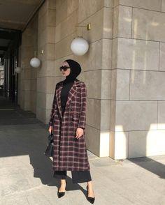 17 New Ideas holiday outfits women hijab - Hijab + head wraps - Modern Hijab Fashion, Street Hijab Fashion, Hijab Fashion Inspiration, Muslim Fashion, Modest Fashion, Fashion Outfits, Women's Fashion, Casual Hijab Outfit, Hijab Chic