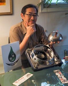Glen Lee, the inventor of the WokMon poses with his invention and a portable burner. The secret is a focusing ring that concentrates flames from a gas range into one area. Diy Pizza Oven, The Inventors, Wok, Kitchen Tools, Restaurant Bar, Barbecue, Inventions, Outdoor Kitchens, Container Homes