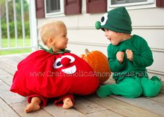 Super cute Bob the Tomato and Junior Asparagus halloween costumes! If you love Veggies Tales, you will love these adorable costumes! Family Costumes, Cute Costumes, Costume Ideas, Tomato Costume, Veggie Tales Party, Diy Unicorn Costume, Costume Tutorial, Diy Tutorial, Cute Bob