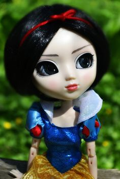 Aria (Pullip Rida) as Snow White, in time for all the Snow White movies out.