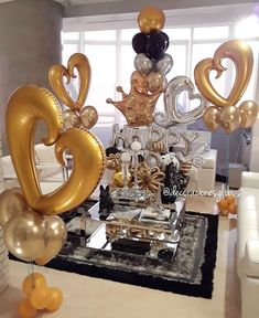 Felicidades a este increíble esposo y padre. Sorprendido con muchísimo cariño por su familia ➡️ . . #teamopapa Diseño exclusivo de @by_nieves creadoras de @decoracionesglobos #balloondecor #balloonparty #balloonart #balloons #globos MIAMI 📲(786)779.75.23 CARACAS 📲 (0424)2697110 . . . DecoracionesGlobos 🎈Somos Alegría🎈 Happy Balloons, Balloons And More, Valentines Balloons, Birthday Balloons, Balloon Arrangements, Balloon Decorations, Valentine Gift Baskets, Valentine Gifts, Balloon Bouquet