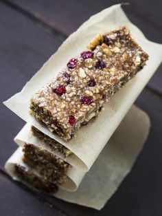 Homemade energy bars without cooking - Muesli - Barres - Raw Food Recipes Meal Supplement, Granola Barre, Making Cold Brew Coffee, Chewy Granola Bars, Energy Bars, Power Bars, Protein Bars, Raw Food Recipes, Healthy Recipes