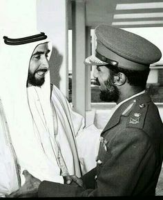 HM Sultan Qaboos bin Said ( Sultan of Oman ) with Shaik Zaid bin Sultan the late president of UAE Sultan Qaboos, Sultanate Of Oman, Greatest Presidents, High Art, East Africa, United Arab Emirates, Popular Culture, Uae, Old Photos