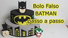 Vídeo mostra a confecção passo a passo de bolo falso feito com E.V.A, para festa infantil do personagem Batman. Ative a legenda (no canto inferior direito do...