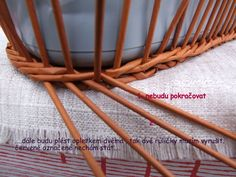 Pleteme z papíru a různé dekorace - Fotoalbum - Návody - Návod na opletek čtyřmi-como hacer la transicion, cuerda de 4 tubos. Newspaper Crafts, Basket Weaving, Organizers, Paper Recycling, Knit Bag, Hampers, Paper Envelopes, Tejidos, Manualidades