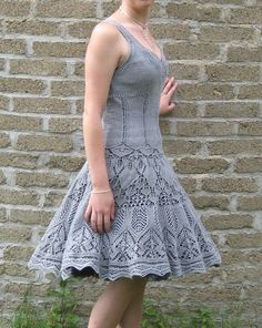 Gorgeous #knit #dress. Composed of Evenstar Shawl bottom and Top à bretelles tank. I would like to do this kind of thing someday when I've advanced beyond hats and scarves.