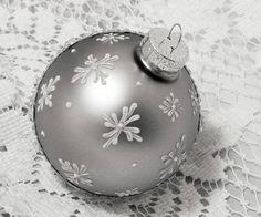 Christmas Ball Ornaments Diy, Diy Christmas Ornaments, Christmas Balls, Holiday Crafts, Christmas Decorations, Deer Ornament, Hand Painted Ornaments, Christmas Paintings, Decking
