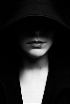 Beautiful black and white photography ladies portrait. Foto Portrait, Portrait Studio, Portrait Photography, Fashion Photography, Shadow Photography, Mysterious Photography, Beauty Photography, Black White Photos, Black And White Photography
