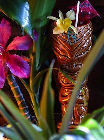 luau tiki mugs Tropical Party, Tropical Style, Tropical Decor, Tropical Paradise, Tiki Art, Tiki Tiki, Tiki Hawaii, Tiki Lounge, Der Plan