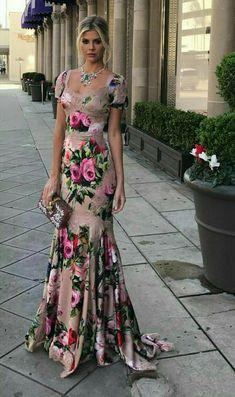 Floral evening dresses on Amber Heard style Elegant Dresses, Pretty Dresses, Beautiful Dresses, Evening Dresses, Prom Dresses, Summer Dresses, Formal Dresses, Wedding Dresses, Floral Fashion