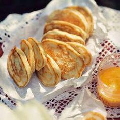 Puszyste placki kokosowo-pomarańczowe | Kwestia Smaku Eat Breakfast, Breakfast Recipes, No Carb Pizza, Polish Recipes, Polish Food, Coconut Pancakes, Brunch, No Bake Desserts, Kids Meals