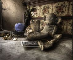 Urbex guru Andre Govia has an uncanny ability to take the most amazingly beautiful photos of creepy abandoned places. If you like abandoned, creepy, spooky, scary or haunted, then you could disappe… Abandoned Buildings, Abandoned Mansions, Abandoned Places, Derelict Places, Beautiful Ruins, Spooky Places, Old Toys, Old Houses, The Past