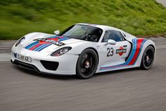 Photographs of the 2013 Porsche 918 Spyder Martini Livery. An image gallery of the 2013 Porsche 918 Spyder Martini Livery. Porsche 918 Spyder, Porsche Autos, Porsche Cars, Carros Porsche, Porsche Sportwagen, Cheap Race Cars, Cool Cars, Martini Racing, Mclaren P1