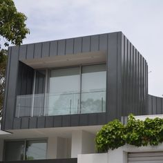 New exterior cladding grey metal roof ideas Zinc Cladding, Aluminium Cladding, Exterior Cladding, Exterior Doors, Green Metal Roofing, Steel Roofing, Tin Roofing, Roofing Shingles, Corrugated Roofing