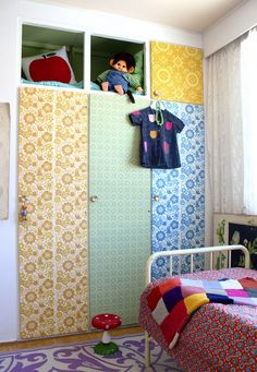 MONCHICHI *squeal* Love the retro look with a Monchichi thrown in for good measure. Wallpaper Door, Retro Wallpaper, Colorful Wallpaper, Pattern Wallpaper, Wardrobe Doors, Closet Doors, Paper Furniture, Kids Bedroom, Kids Rooms