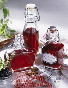 Unser beliebtes Rezept für Selbst gemachter Schlehen-Likör und mehr als 55.000 weitere kostenlose Rezepte auf LECKER.de.