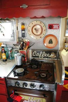 We have great list om Camper Interior Ideas. Check our collections below. Campers enjoy using the Alaskan camper because it's not merely efficient and simple to travel with, but simple to use . Vintage Campers Trailers, Retro Campers, Vintage Caravans, Rv Campers, Camper Trailers, Vintage Motorhome, Retro Caravan, Happy Campers, Shasta Trailer