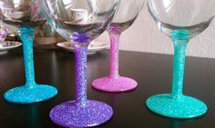 Cupcakes & Couture: DIY Glitter Wine Glasses by caitlin Cute Crafts, Crafts To Do, Arts And Crafts, Diy Crafts, Creative Crafts, Glitter Wine Glasses, Glitter Cups, Champagne Glasses, Vinyl Glasses