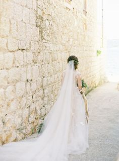 Organic destination wedding on an island in Croatia. #destinationweddingideas #weddingveils #organicweddingideas
