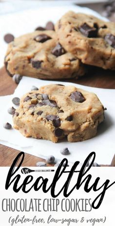 Healthy Chocolate Chip Cookies (Gluten Free, Vegan, Low Sugar) recipe. Just 7 ingredients turn into gooey moist chocolate chip cookies that are bonus a healthy cookie with no oil or butter added. (Gluten Free, Dairy-Free, Low-sugar, Vegan friendly) #healthychocolatechipcookies