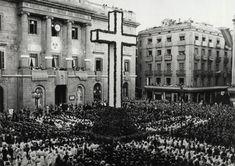 Fiesta de la Confirmación en la plaza St. Jaume. Barcelona. (16 de junio de 1939).