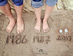 21 Fun and creative announcement ideas for pregnancy - Kinder - Schwanger Beach Maternity Photos, Maternity Photography Poses, Maternity Poses, Beach Pregnancy Photos, Cute Pregnancy Pictures, Photography Ideas, Pregnancy Photo Shoot, Beach Baby Photography, Pregnancy Announcement Photography