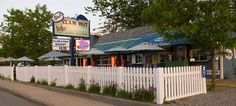 Bob's Clam Hut... Maine Seafood  Smack in the Middle of the Kittery Shopping Outlets