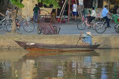 Iedereen lijkt wel een boot te hebben in Hoi An. Als het stadje eenmaal is overstroomd begrijpen we waarom. http://pimenjiska.nl/schilderachtig-vietnam-in-hoi-an