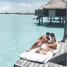 From the best places for honeymoons or weddings to romantic escape with Significant Other, we've got you covered. Check out our list of the 14 best couple vacation destinations. Couple Goals, Cute Couples Goals, Rich Couple, Luxury Couple, All The Bright Places, Relationship Goals Pictures, Couple Relationship, Photo Couple, Romantic Places