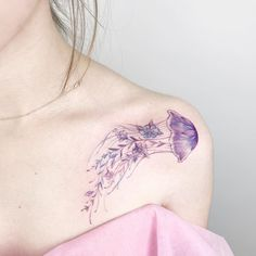 What is the meaning of the jellyfish tattoo pattern? Mini Tattoos, Sexy Tattoos, Body Art Tattoos, Small Tattoos, Tattoos For Women, Sleeve Tattoos, Color Tattoos, Tattoo Colors, Tatoos