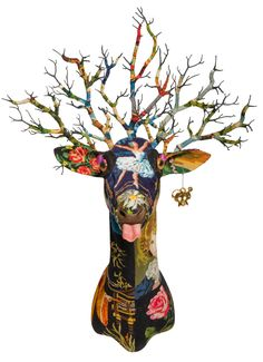 Because i hate taxidermy but i love deers. Have a nice week guys! Vintage tapestry - Frederique Morrel Deer heads for kids - An. Street Art, Frederique, Faux Taxidermy, Art Textile, Oh Deer, Animal Heads, Animal Sculptures, Soft Sculpture, Kitsch