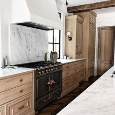Dark, light, oak, maple, cherry cabinetry and cherry wood kitchen cabinets cheap. CHECK THE PIC for Lots of Wood Kitchen Cabinets. Modern Kitchen Cabinets, Kitchen Cabinet Design, Interior Design Kitchen, Kitchen Countertops, New Kitchen, Kitchen Decor, Kitchen Ideas, Kitchen Wood, Quartz Countertops