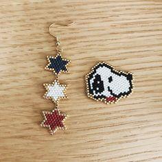 #スヌーピー #トリコロール #ビーズピアス #デリカビーズピアス #シェイプドステッチ #デリカビーズ #ママコーデ #ママ雑誌 #ママファッション #ママアクセ #星 #pikapika Seed Bead Earrings, Seed Beads, Beaded Earrings, Beaded Bracelets, Beaded Jewelry, Beaded Christmas Ornaments, Peyote Stitch, Peyote Beading, Bead Art