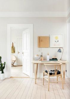A little home office inspiration. The Wishbone chair by Hans J. Home Interior, Interior Styling, Interior Architecture, Danish Interior, Design Interior, Nordic Interior, Home Office Design, House Design, Office Designs