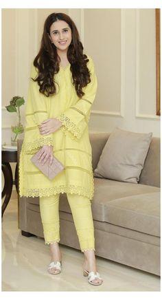 Beautiful Pakistani Dresses, Pakistani Dresses Casual, Pakistani Dress Design, Pakistani Kurta Designs, Stylish Dress Book, Stylish Dresses For Girls, Simple Dresses, Casual Dresses, Fancy Dress Design