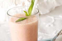 This traditional Indian yoghurt drink uses beautiful fresh fruit to create delicious flavour. -Melon and strawberry lassi Melon Smoothie, Smoothie Drinks, Healthy Smoothies, Smoothie Recipes, Healthy Breakfasts, Vitamix Recipes, Healthy Food, Healthy Eating, Lassi Recipes