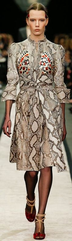 Givenchy Fall 2014 RTW - Runway Photos - Fashion Week - Runway, Fashion Shows and Collections - Vogue Fashion Week Paris, Runway Fashion, High Fashion, Fashion Show, Fashion Looks, Womens Fashion, Fashion Design, Fashion Trends, Winter Mode
