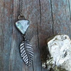 @hart.androe.silver Not what I was intending to do with this feather or that moonstone.. but sometimes the creative process just kind of happens! Don't you love it?