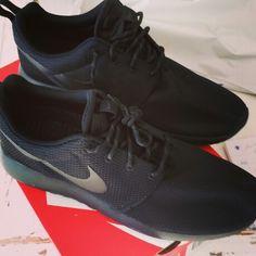 meet 8b3e9 c87c1 Nike roshe run Black!