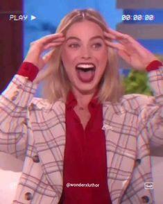 Morgot Robbie, Arlequina Margot Robbie, Margot Robbie Harley Quinn, Harley And Joker Love, Joker And Harley Quinn, Herobrine Wallpaper, Margot Robbie Photoshoot, Hearly Quinn, Beach Photography Poses