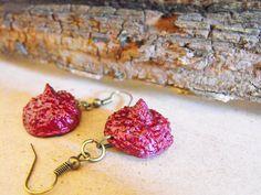Acorn earrings, woodland earrings, burgundy earrings, dangle earrings, sparkling jewellery, shiny earrings, glitter earrings, glitter jewel de FamDdaear en Etsy
