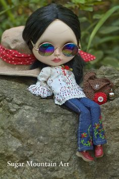 Wild Rose. Peasant Top, Sugar Mountain Jeans, Crocheted Boho Bag And Leather Choker For Blythe Doll by SugarMountainArt on Etsy