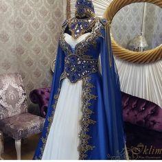 kına organizasyon resimleri, kına gecesi, kına organizasyon firmaları, kına malzemeleri,kına organizasyonu, kına gecesi fikirleri, kına hediyeleri Blue Wedding Dresses, Bridal Dresses, Prom Dresses, Evening Dresses, Medieval Dress, Medieval Fashion, Mode Renaissance, Robes Quinceanera, Fantasy Gowns