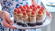 Dokonalý retro moučník: Štafetkový dortík Foto: Mini Cakes, Cupcake Cakes, Sweet Bar, Finger Foods, Good Food, Food And Drink, Sweets, Minis, Cookies