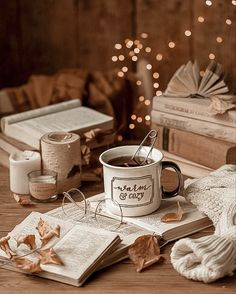 Cozy Aesthetic, Autumn Aesthetic, Christmas Aesthetic Wallpaper, Christmas Wallpaper, Christmas Background, Autumn Cozy, Autumn Summer, Autumn Morning, Cozy Winter