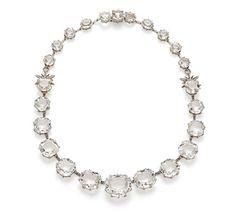 Colar de ouro nobre 18K com cristais de rocha e diamantes cognac - Coleção Moonlight Link:http://www.hstern.com.br/joias/p-produto/C1Q168403/colar/moonlight/colar-de-ouro-nobre-18k-com-cristais-de-rocha-e-diamantes-cognac---colecao-moonlight
