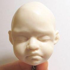 Вот такой замечательный малыш из полимерной глины родился в творческой мастерской Аманды Дэй...