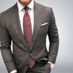Mahogany Colored Wool Tie with Herringbone Weave - Swap out your solid hued ties for these uber handsome herringbone textured ties in fabulous Autumn hues. Grey Suit Men, Mens Suits, Light Grey Suits, Modern Gentleman, Gentleman Style, Suit Fashion, Fashion Outfits, Mens Fashion, Men Dress Up