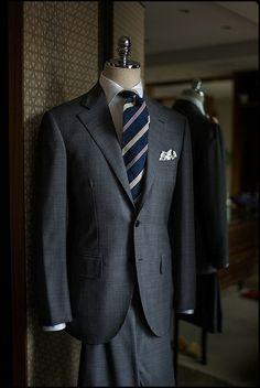 Amator Blogosphère — Never Enough Grey Suit !